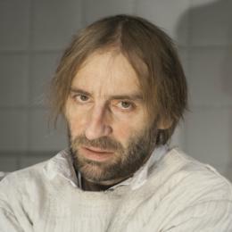 Dariusz Starczewski jako Mieczyslaw Walpurg Scena STU Wariat i zakonnica fot
