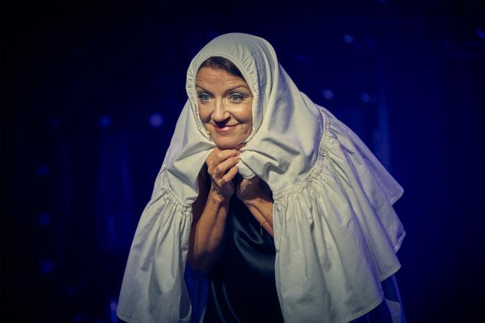 """Beata Rybotycka w """"Błękitnych krewetkach"""" reż. Krzysztof Jasiński fot. Tomek Szkodziński"""